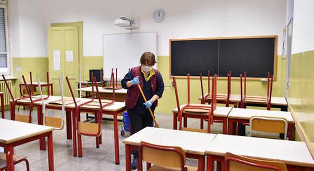 Coronavirus, scuole chiuse. Ricciardi: «Impensabile ritorno in classe con casi in aumento»