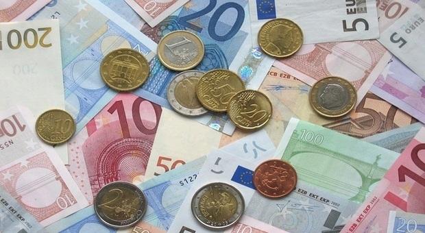 Dodicimila euro accreditati sul conto corrente: sorpresa per 17 famiglie (foto pixabay)