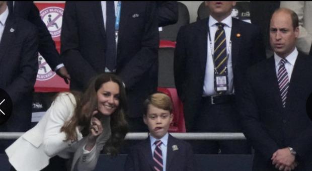 Italia-Inghilterra, baby George non doveva vestirsi così alla finale degli Europei: è intervenuto William