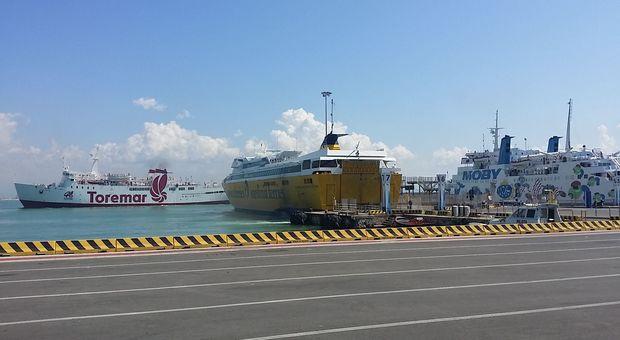 Navi nel porto di Piombino
