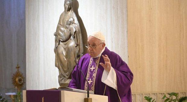 Covid, Papa Francesco e la preghiera per il dopo-pandemia: le priorità nel saggio di un gesuita