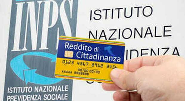 Reddito di cittadinanza: vanno alle Poste con la card per riscuotere il sussidio, ma nessuno dei 23 romeni ne aveva diritto