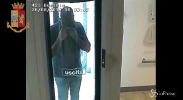 Trapani, ladri traditi da una t-shirt dopo il colpo in banca da 65.000 euro - Il Messaggero