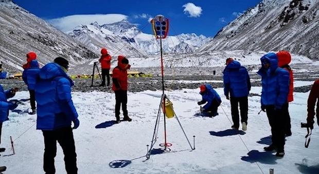 I cinesi ci riprovano: parte la spedizione per scoprire se l'Everest è alto ancora 8.848 metri