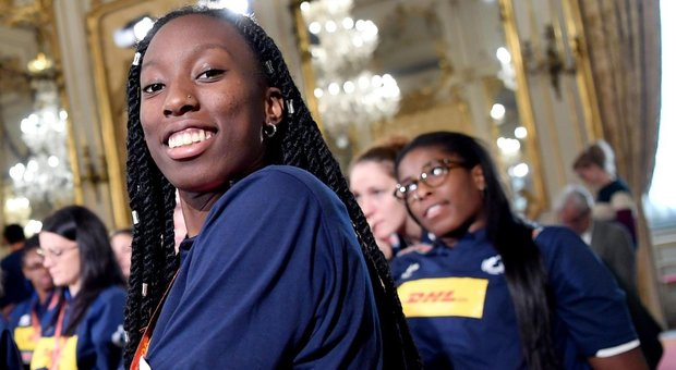Paola Egonu, the volleyball champion, comes out: here is the kiss to the girlfriend on the side