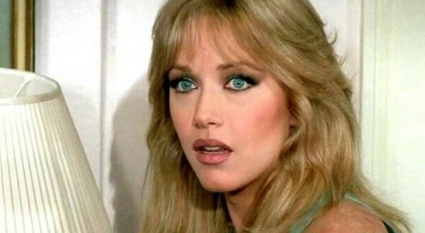 Tanya Roberts è morta: addio alla ex Bond Girl e star della serie tv Charlie's Angels: aveva 65 anni