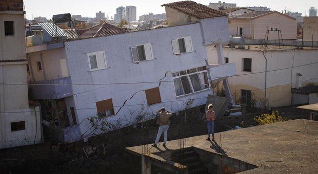 Risultati immagini per immagine di terremotoin albania