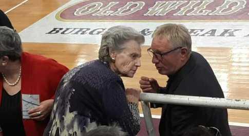Giuseppe Cattani e la madre Ginesia durante la sfida con la Virtus Roma del 2019
