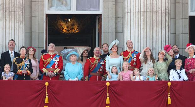Aneddoti, obblighi e divieti: tutte le curiosità che non sapete sulla famiglia reale britannica