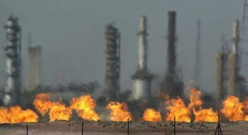 Libia, attacco aereo sul giacimento di petrolio El Feel: Eni e Noc bloccano l'attività. «Personale in salvo»