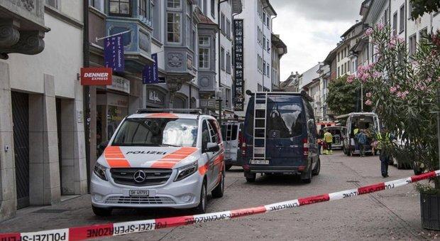 Svizzera assalta ufficio assicurazione armato di motosega for Motosega fissa