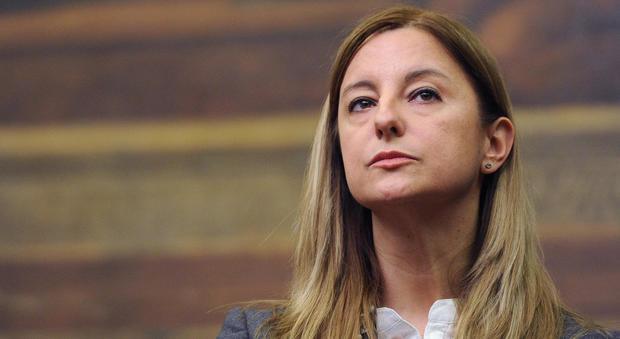 Caos Raggi, Roberta Lombardi attacca il sindaco: «Chi ha sbagliato chieda scusa»