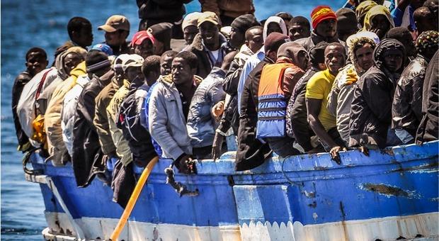Permessi di soggiorno agli immigrati venduti a tremila euro: poliziotti arrestati a Napoli.