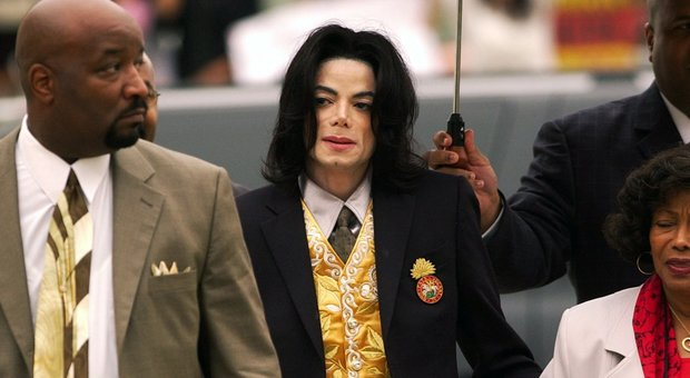 Michael Jackson, un documentario lo accusa di abusi sessuali su due bimbi