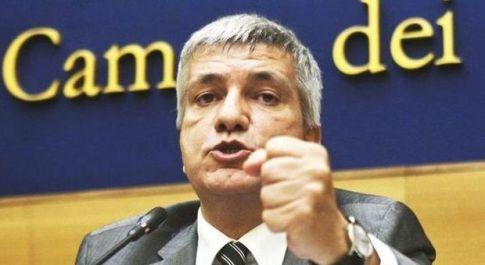 Ilva, 53 indagati: anche Vendola e il sindaco di Taranto. Oggi 15 operai intossicati
