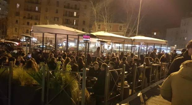 Coronavirus, Roma trema: stop alle piazze della movida, super-quarantena per migliaia