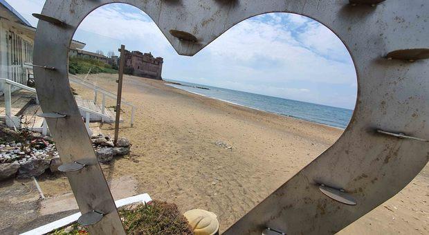 Coronavirus, i bagnini di Rimini: «No ai box di plexiglass in spiaggia, a 40 gradi è una follia»