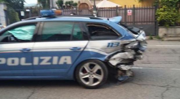 Roma, paura in strada a San Basilio: scappa con l'auto e sperona la volante. Arrestato 43enne