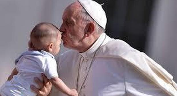 Il Papa all'udienza: «Mai spaventarsi davanti a chi ci comanda di tacere e ci calunnia»