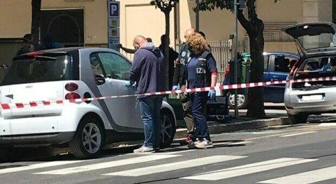 Cassino, spari contro un'auto in pieno centro per un debito di droga: fermato l'autore del raid