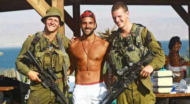 soldato gay porno