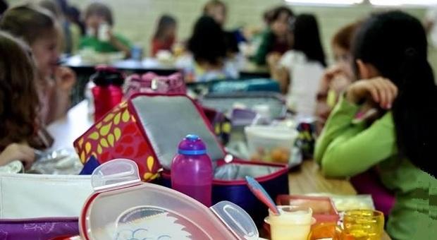 Roma, menu vegano a sorpresa alla mensa scolastica: genitori in rivolta