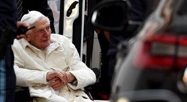 Papa Ratzinger sta meglio e parla della malattia in una lettera