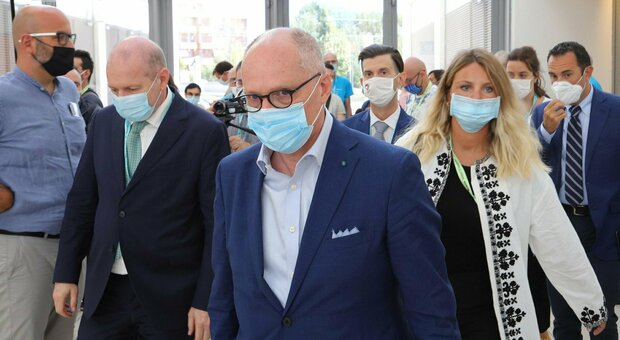 Lockdown, Ricciardi: «Insufficienti 14 giorni, ecco per quanto occorre chiudere. Ospedali? Al collasso»