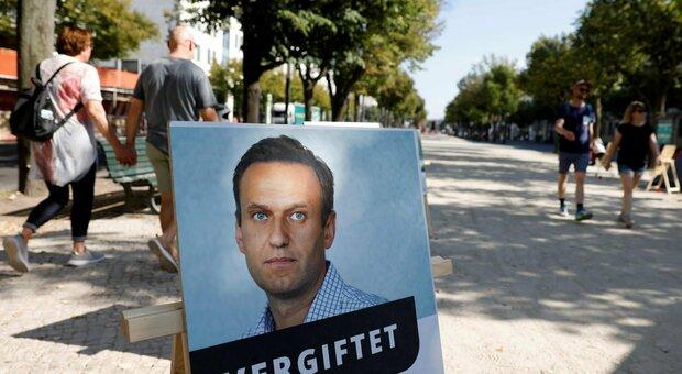 Navalny dimesso dall'ospedale. Mosca: «È libero di tornare se vuole»