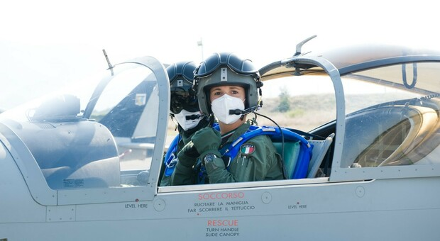 Emma Palombi, pilota e mamma: «Addestro i futuri Top Gun» Comandante a Latina come il padre