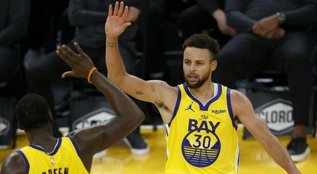 NBA, Steph Curry da record: 62 punti e career high. I Clippers fermano Phoenix, ok i Lakers