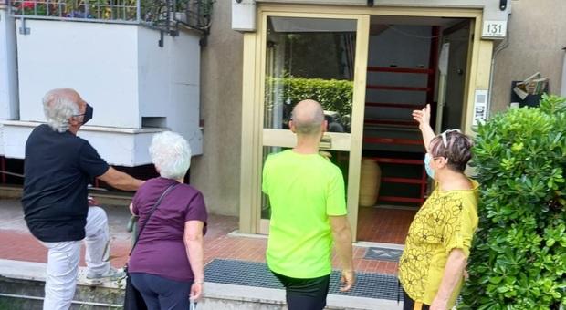 Palazzo dell'Ater senza ascensore una novantanne disabile prigioniera in casa da oltre 10 anni