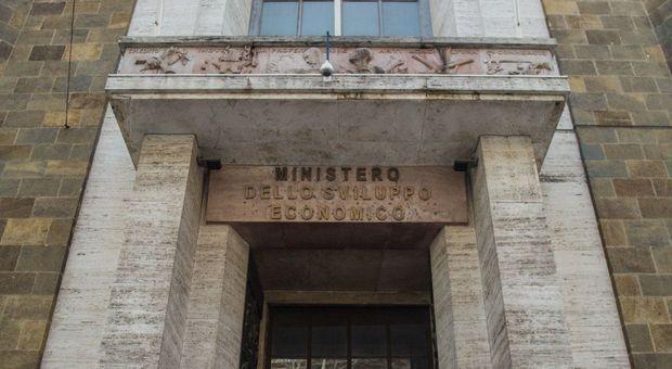 Mise, al via la riorganizzazione di Di Maio: le diresioni diventano uffici e si riducono a 12