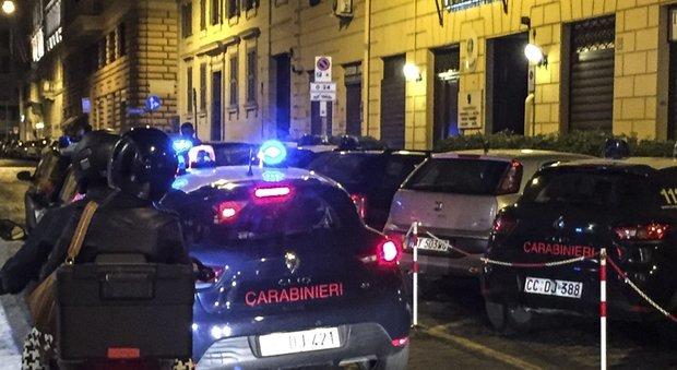 Roma, ragazzo accoltellato, il padre: «Lo picchiavano e urlavano: Via da qui, piazza Cavour è nostra»