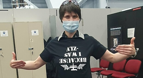 Samantha Cristoforetti e la sfida ai nerd per risolvere l'indovinello spaziale: la geek maglietta-quiz dell'astronauta Le possibili soluzioni