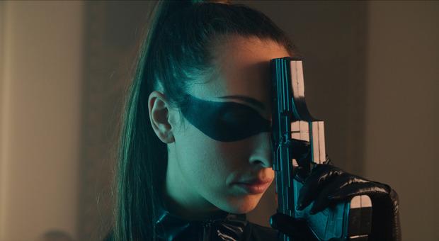 """La cantante Caterina Lalli, in arte Lialai, nel video del suo singolo """"Kill Me"""" dove compare Rocco Siffredi"""
