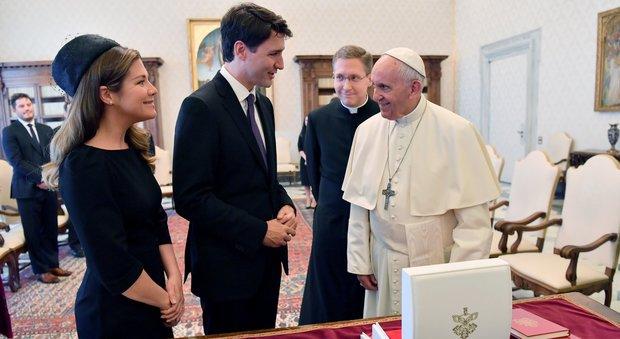 Trudeau al Papa: «Santità, venga in Canada a chiedere scusa per gli errori della Chiesa con i nativi»