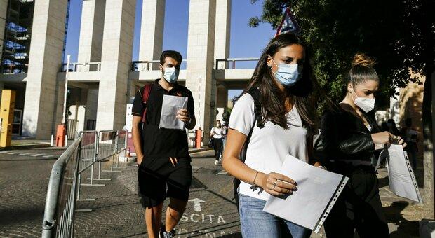 Test di ingresso a medicina, gli studenti: «Dopo pandemia, no a numero chiuso»