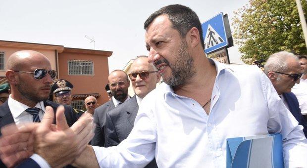 Soldi russi alla Lega, spuntano gli audio. Salvini: «Mai preso un rublo, querelo»