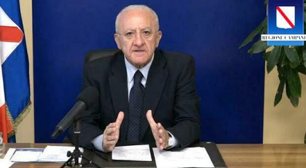 Mascherine all'aperto, De Luca: In Campania resterà l'obbligo»