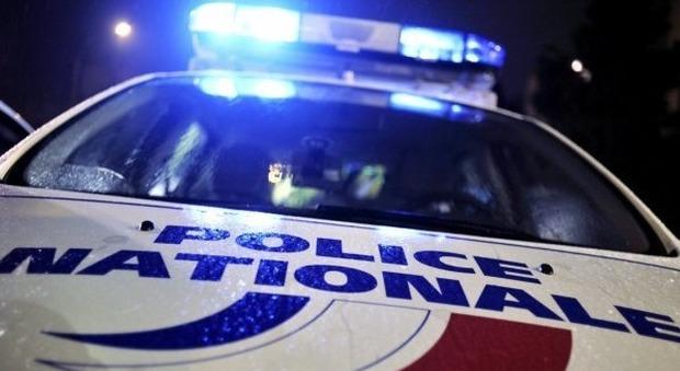 Francia, sventra e decapita la madre: ricoverato il 25enne trovato con la testa della donna fra le mani