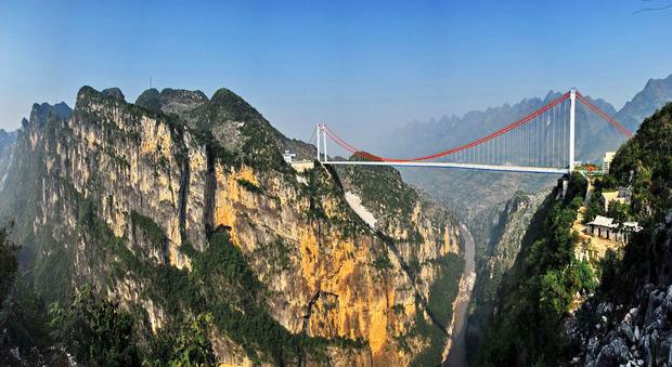 In Cina il ponte più alto del mondo: è sospeso a 565 metri