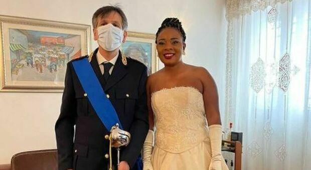 Foggia, poliziotto accompagna all'altare donna nigeriana salvata 23 anni prima