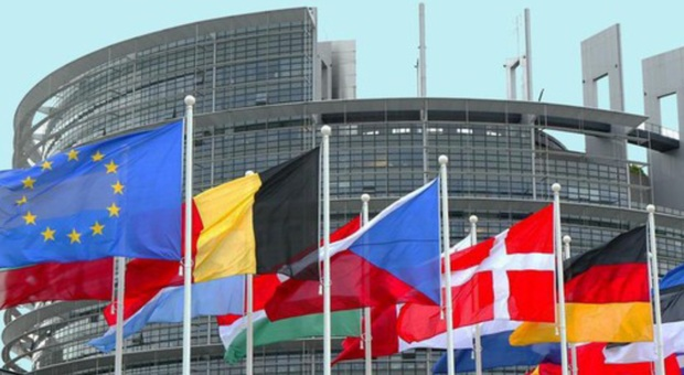Strasburgo, anche la destra ungherese vota per la Commissione von der Leyen