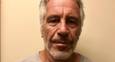 Epstein morto suicida, eredità di 634 milioni di dollari: ora in 130 dicono di essere suoi figli