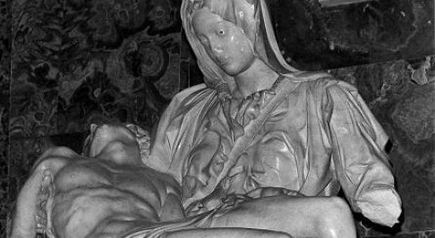 Sfregio all'elefante del Bernini, tutti i precedenti dalla pietà di Michelangelo alla Barcaccia