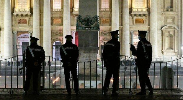 Dirigente del San Camillo finisce in tribunale: «Ha rubato vestiti dal magazzino del Vaticano». L'avvocato: «Era stressato»