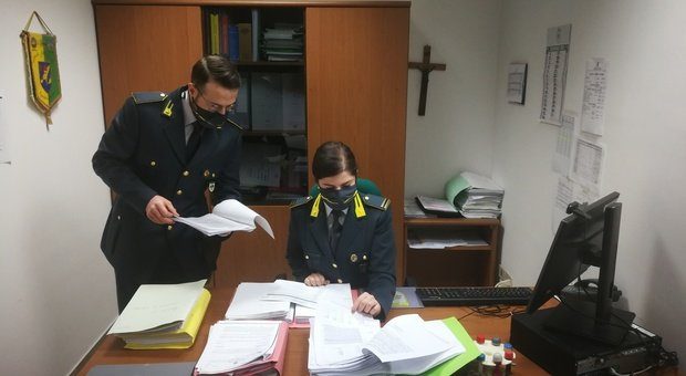 False assunzioni per ottenere disoccupazione e maternità: arrestato ragioniere, 94 indagati, coinvolto anche un avvocato