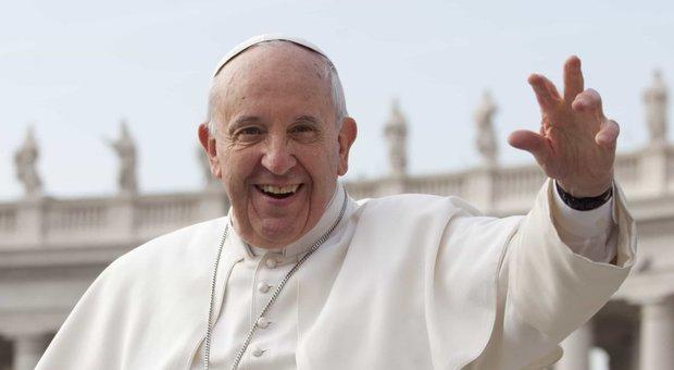 Papa Francesco mette in guardia i cristiani: «Al denaro preferite amicizia e solidarietà»