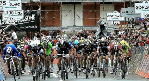 L'arrivo della tappa a Foligno nel 2014